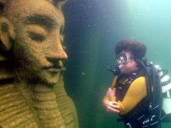 Underwater statue of pharao